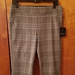 Simply Vera  Vera Wang Pull On Plaid Capris.